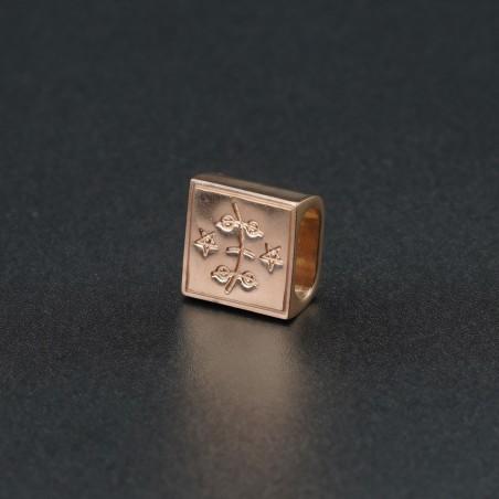 Золотой символ-подвеска №3